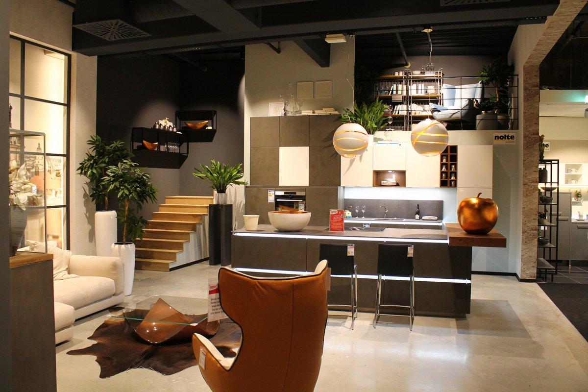 porta holding impressionen der doppel er ffnung in. Black Bedroom Furniture Sets. Home Design Ideas