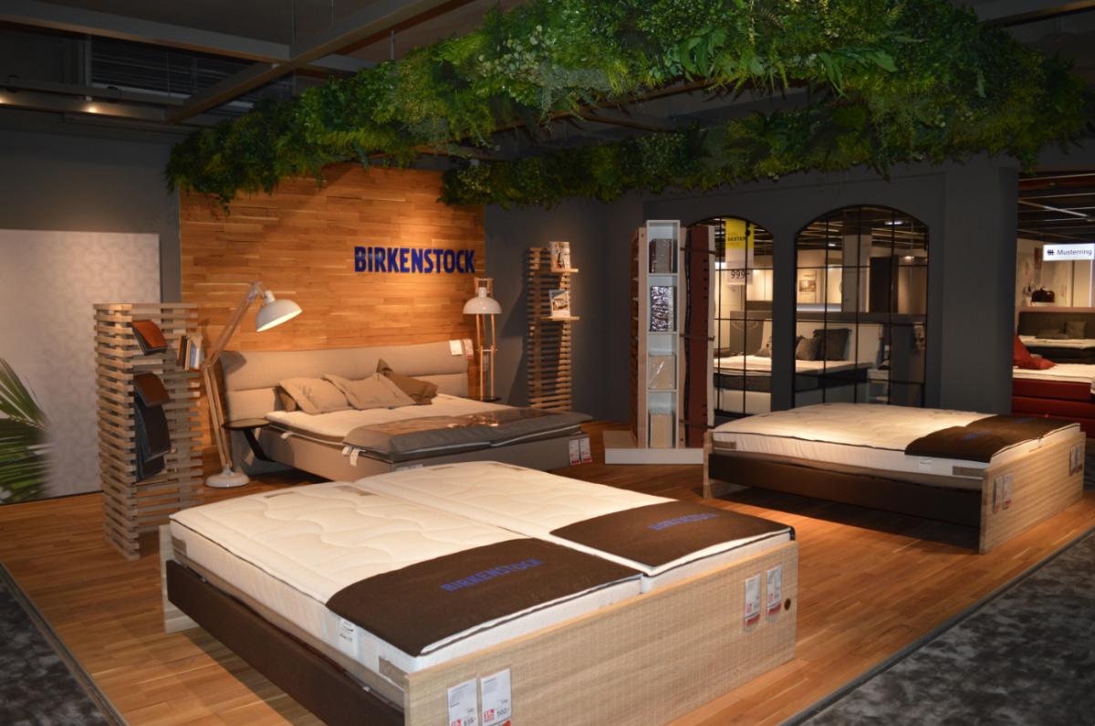 xxxlutz er ffnet in villingen schwenningen das neue xxxl. Black Bedroom Furniture Sets. Home Design Ideas
